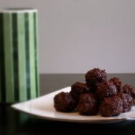 Blend cocoa, dates, nuts and oats. Form into balls and chill. 1 part each nuts, oats and cocoa to 4 parts (pitted) dates. Image from http://organicmamas.blogspot.com