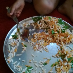 Mix up grated carrots, chopped onions, corriander, roasted peanuts, lot of lime juice with puffed rice. Chetana K, Bangalore.