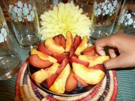 Cut peaches and plums into sectors. Irresistible!