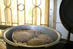 10-grain idlis in cooker