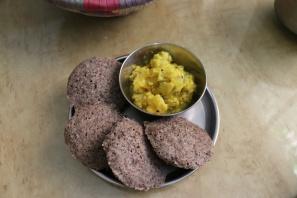 10-grain idlis with dosakayi